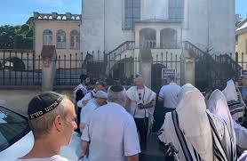 Israeli Chief Rabbi UOJ, RCA stands behind the Chabad Rabb in Krakow